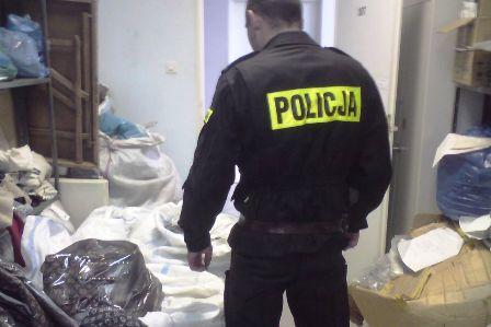 Wieści_Policja_handel_podrobioną_odzieżą