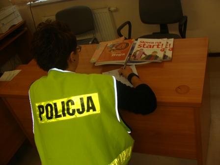 Wieści_policja Tomaszów Mazowiecki kradzież podręczników
